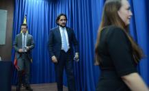 Según Andrés Michelena (c), ya se inició una acción penal y están involucrados dos funcionarios del gobierno del expresidente Rafael Correa.