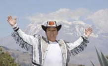 El cantante indígena incursiona con éxito en la política. Administrará el Municipio de Guamote.