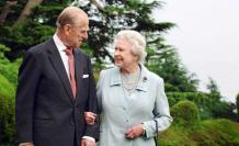 El duque junto a la soberana británica