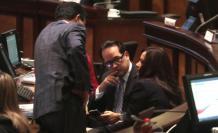 Acuerdos. Eliseo Azuero (ID), Henry Cucalón (PSC) y Marcela Aguiñaga (RC): las vicisitudes del Comité de Ética los reunió ayer en el Pleno.