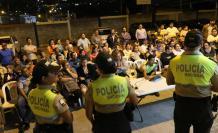 Acto. Los moradores sugirieron a los policías incrementar los controles de seguridad.