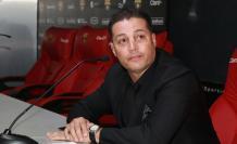 Carlos Alfaro Moreno comunicó su decisión con una congoja evidente.