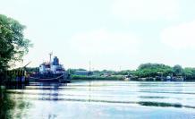 Referencial. EP Petroecuador cree que traer directo grandes barcos hasta el Estero Salado le ahorrará dinero, porque se evita el uso de buques más pequeños que hoy transbordan los derivados de combustibles.