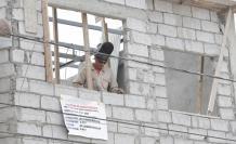 El control de las construcciones se hace a través de los fedatarios, luego de que el Municipio notara las secuelas estructurales que dejó el terremoto de 7,8 que sacudió a Ecuador en 2016. Un profesional visita la obra y verifica que esté construyéndose d