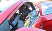 Taxímetro. La aplicación de celular que usan los taxis privados tiene un costo de arranque igual al de los taxímetros homologados por la ANT.