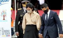 María Alejandra Muñoz y su esposo llegan a la ceremonia de investidura vicepresidencial.