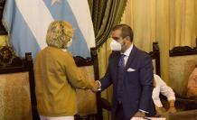 Vicente Taiano, junto con la alcaldesa Cynthia Viteri.