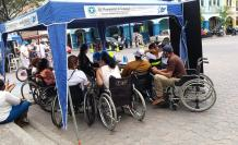 Miembros de Asopléjica llegaron al lugar para hacer visibles a las personas de movilidad reducida.