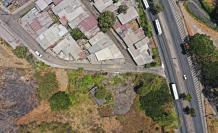 Ubicación. El terreno en cuestión está ubicado en el kilómetro 8 de la vía a la costa. Hay urbanizaciones y entidades educativas alrededor del sitio.