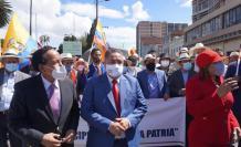 Los alcaldes marcharon en Quito.