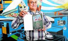 Autor. Elio Bardi sostiene su obra con la propuesta de este diciembre 'Lee y regala un libro en Navidad'.
