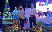 La ministra de Turismo, Rosi Prado de Holguín, entregó el reconocimiento.
