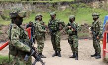 Soldados de Ecuador y Colombia realizan hoy una operación conjunta para evitar el tránsito migratorio por pasos ilegales