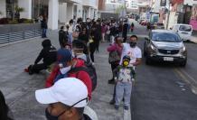 En Quito se registraron largas filas en el Registro Civil.