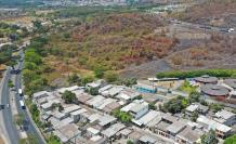 Hay urbanizaciones y entidades educativas alrededor del sitio elegido para la estación de desechos.