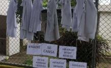 Con mandiles colgados se protesta en algunas zonas del país.
