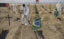 """Pese a que Brasil es el epicentro mundial de la pandemia, el líder de la ultraderecha brasileña reforzó este lunes su negacionismo y resaltó que el país es un """"ejemplo"""" en el combate a un virus que deja más de 2.000 decesos por día."""