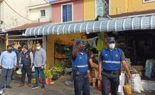 Operativo. Personal del Municipio desalojó el comercio informal.
