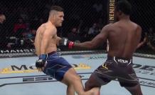 El peleador fue a dar una patada y terminó lesionándose.
