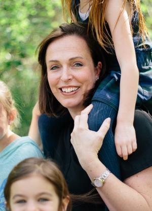 Mamá feliz con sus hijos