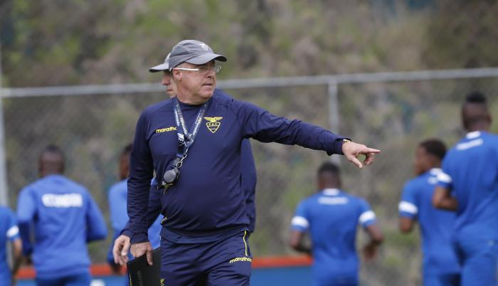 Jorge Célico se refugia en los campeones sub-20 y en Independiente del Valle
