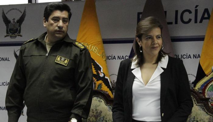 Nelson Villegas María Paula Romo