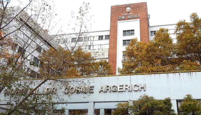 La primera persona que muere a casa del coronavirus estuvo en observaciones en el Hospital de Argerich, en Buenos Aires.