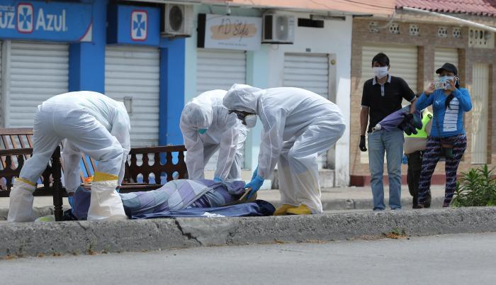 muerto-vereda-sauces-guayaquil-covid.jpg