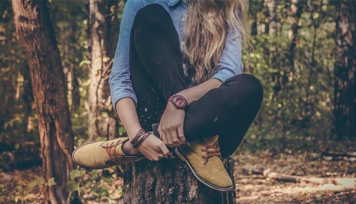 Chica vestida con pantalón jean