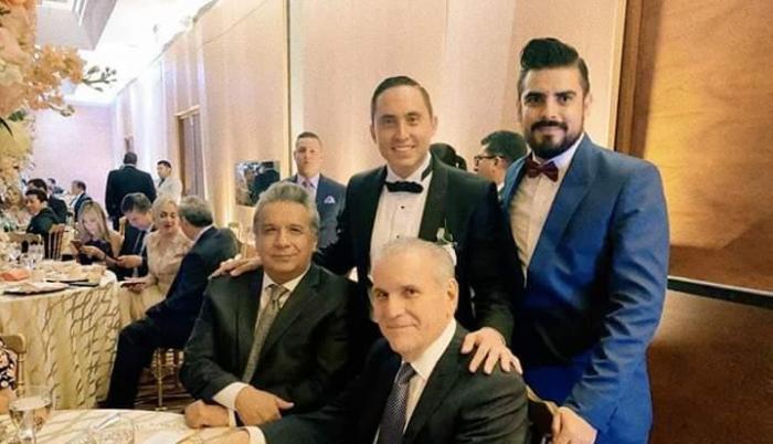 Lenín Moreno y Santiago Cuesta en el matrimonio de Daniel Mendoza
