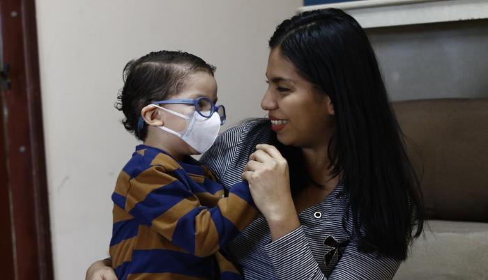 Alejandra Paredes y su hijo Daniel