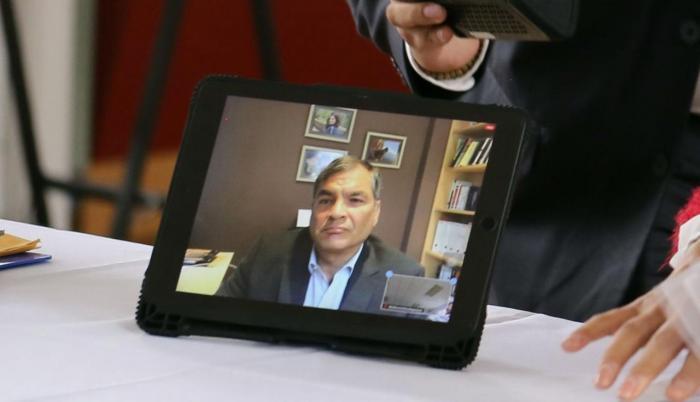 Rafael Correa intenta inscribir su candidatura a la vicepresidencia
