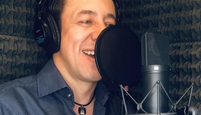 César Escalante, ecuatoriano experto en voces.