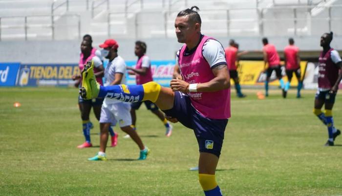 Carlos-Garcés-Delfín-Copa