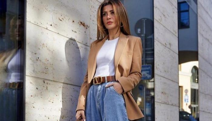 Mujer con pantalón 'slouchy'