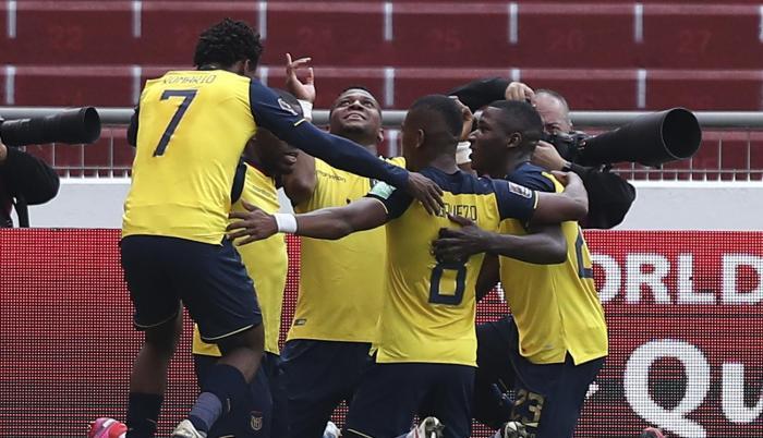 Ecuador's players cel (32621837)