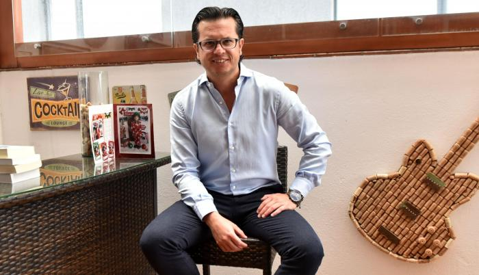 El asambleísta independiente Héctor Muñoz es fanático de The Beatles.
