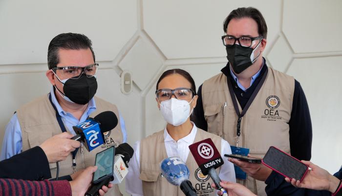 La misión de la OEA llegó a Ecuador para observar de cerca el proceso de elecciones.