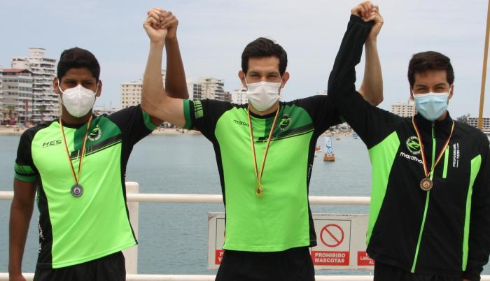 el equipo de los Hermanos Enderica campeones del torneo