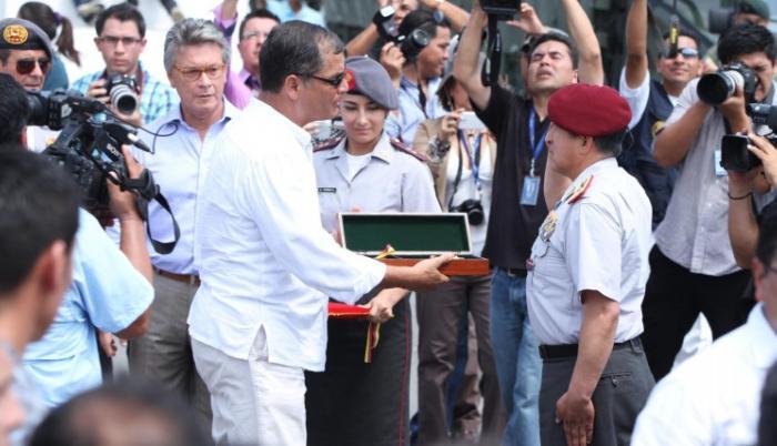 Correa y militares