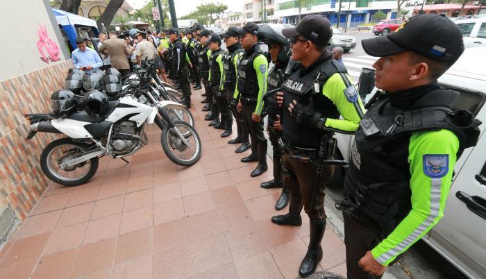 Policías, Urdesa
