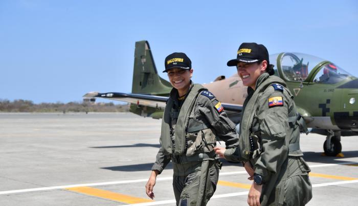 mujeres pilotos combate fuerzas armadas