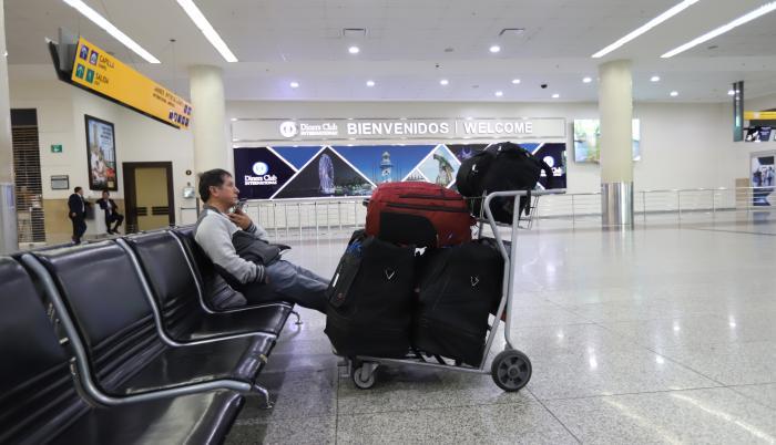 Arreglos en la pista de aterrizaje de Guayaquil