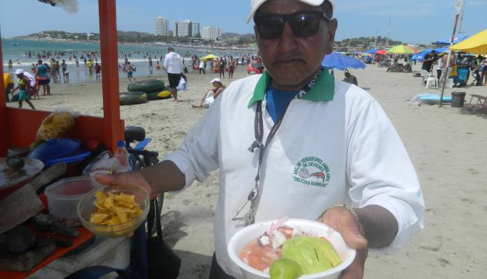 PLAYAS, SEVERINO MITE LOS CEVICHES EN LA PLAYA