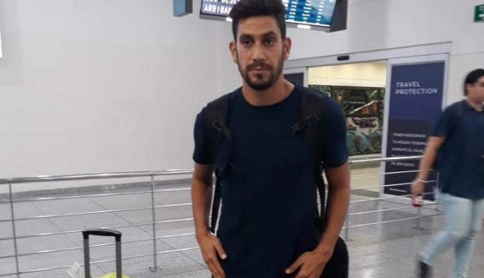 El uruguayo Bruno Piñatares luego de su arribo a Guayaquil para firmar con Barcelona.