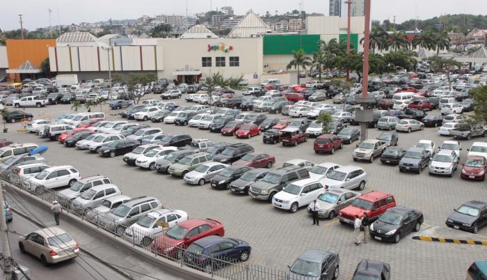 parqueos centro comercial policentro