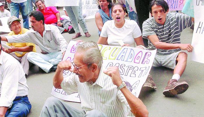Protesta fuera de banco 1