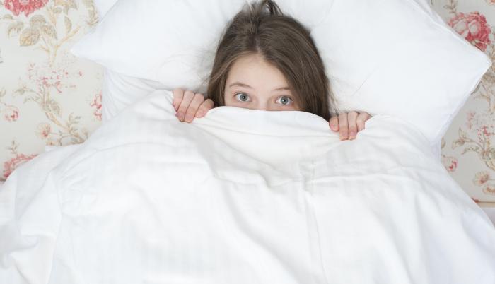 niña en cama