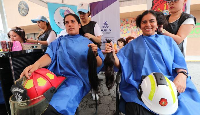 Mujeres bomberos donan cabello Solca