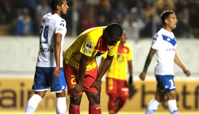 Jugadores de Aucas después de quedar fuera de Copa Sudamericana en Quito.